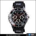 Reloj clásico del cuarzo de los deportes con la corona del reloj del engranaje