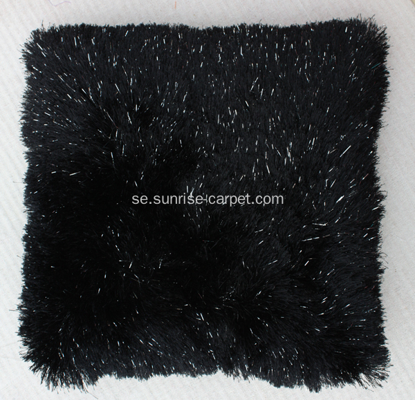 Pillow With Polyester Shaggy Garn