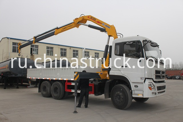 Dongfeng truck mounted with crane