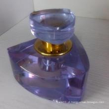 Bom frasco de vidro do perfume com o tipo agradável na promoção e no cristal que olham