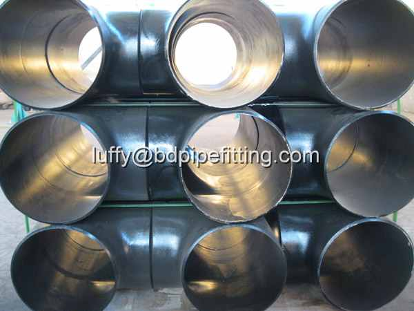 Alloy pipe fitting (233)