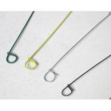 O animal de estimação colorido revestiu o fio do laço do saco do metal