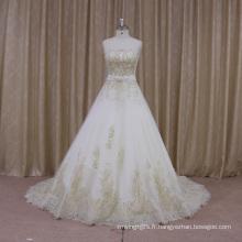 Robe de mariée française A-ligne décolleté en dentelle festonnée