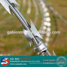 Alambre de púas / alambre de púas afilado galvanizado de la maquinilla de afeitar / cerca de la prisión del alambre de afeitar (precio de fábrica)