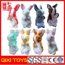 Marioneta de mano de felpa de conejo de felpa de mano de niña