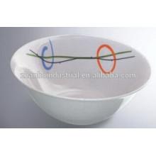 Hermoso cuenco de cerámica barata