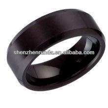 Anillo de la boda de la boda de los hombres en negro tungsteno en blanco
