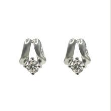 Классическая серебряная серьга-гвоздик с фианитом