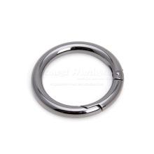 Кольцо с металлической пружиной