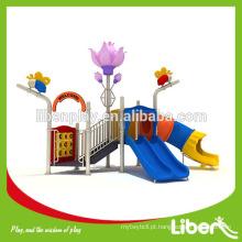 Crianças brinquedos ao ar livre para a escola ou jardim de infância