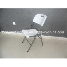 Пластиковый складной стул на открытом воздухе для использования в ресторанах