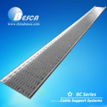Fabrico de bandeja de cabo perfurada GI 100x15 mm na China