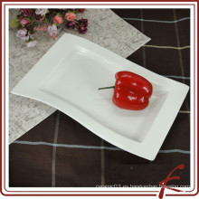 Plato de cerámica rectangular blanco para la comida