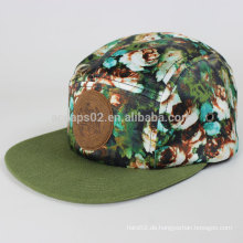 Schöner 5 Hut mit Leder Logo