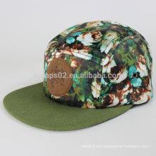 Hermoso sombrero de 5 paneles con logo de cuero