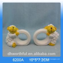 Anillo encantador de la servilleta de papel de cerámica de la forma del cordero