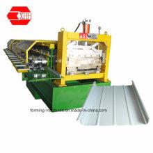 Máquina para formar un rollo de panel