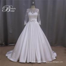 Langen Ärmeln Satin Brautkleid mit nachgestellten