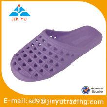 Mujeres zuecos de enfermería y zapatos