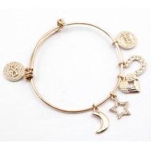 Bracelet à la mode avec des charmes