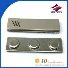 Emblema de nome de metal barato na China com ímã