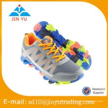 Chaussures en maille de sport en gros pour hommes en Chine