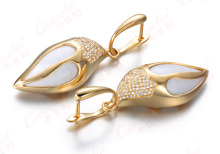 18K Gold Earring with white agate