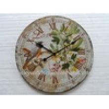 Belle horloge murale en métal décoratif antique