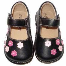 Чёрная малышская девушка Скрипная обувь с маленькими розовыми цветами