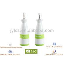 conjunto de botellas de aceite y vinagre