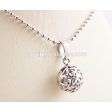Cut Geschenk für Frauen Großhandel Silber Charm Halskette mit hohlen geschnitzten Herzen auf Ball Anhänger Halsketten
