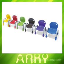 Chaises plastiques en plastique pour enfants