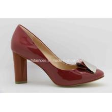 Chaussure à talons hauts à la mode à la mode