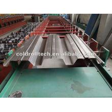 Plate-forme de plancher de construction formant la machine