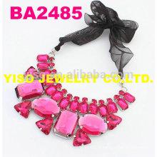 Colar de strass de moda rosa