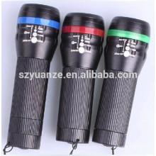 Linterna de bicicleta de zoom LED con clip de montaje