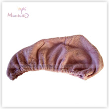 O cabelo de microfibra envolve a toalha seca rápida mágica