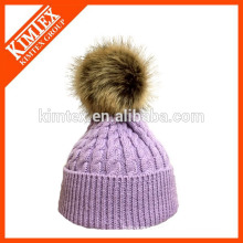 La venta caliente hizo punto el sombrero de acrílico de encargo de la gorrita tejida con el pom del pom de la piel del mapache