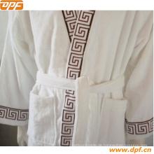 Heißer Verkaufs-Bademantel 100% Cottonwhite Kimono-Kragen-Kleid