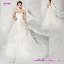 Vestido de boda del vestido de bola de lujo con capas de cascada suave de Tulle al piso