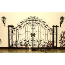 Декоративные ворота из кованого железа с металлическими утюгами