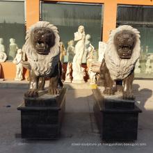 estátuas de leão de mármore preto