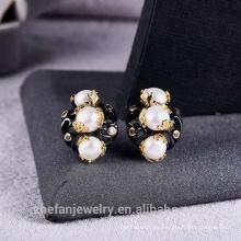 Pendiente de perlas de agua dulce chapado en oro negro en venta