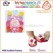 Lindos zapatos de punto para bebé y conjunto de diadema