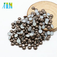 Perla redonda floja redonda de la resina de la parte posterior plana de la alta calidad para la fabricación de la joyería, café oscuro Z36