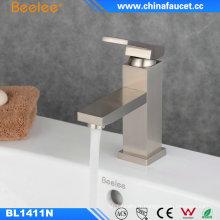 Robinet professionnel d'eau monté par plate-forme de bassin de salle de bains de la Chine