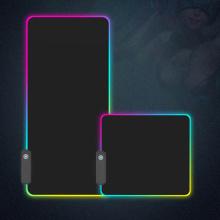 La alfombrilla de ratón RGB para juegos se ilumina