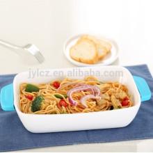 Ustensiles de cuisson en céramique blanche avec poignées en silicone résistant à la chaleur