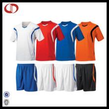 2016 Günstige kundenspezifische Fußball Jersey Uniform setzt neue Design für Männer