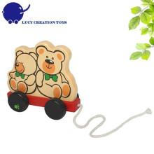 Brinquedo clássico de criança Brinquedo de madeira puxando ao longo